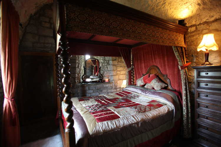 Small bedroom ideas rent an irish castle ballyhannon for Irish bedroom designs